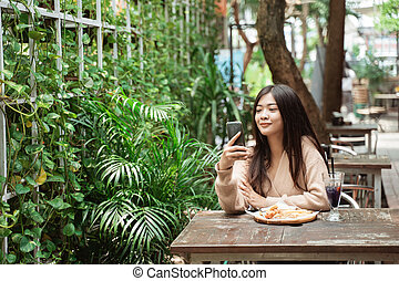 texting , καφετέρια , τηλέφωνο γυναίκα , κινητός