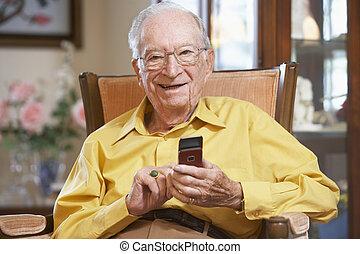 texto, hombre mayor, mensajería