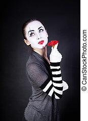 théâtral, femme, maquillage, fleur, mime, mains, rouges