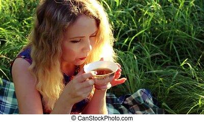 thé, boire, femme, jeune, chaud