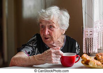 thé, boire, femme, parler., plus vieux