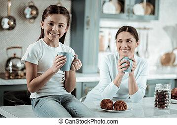 thé, daugther, ensemble, mère, boire, cuisine