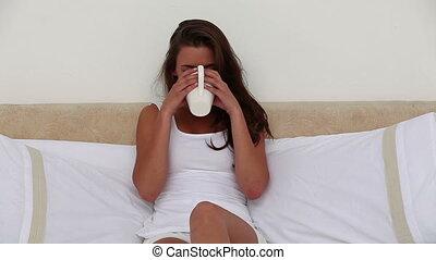 thé, femme souriante, boire, tasse