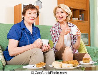 thé, femmes, personnes agées, table