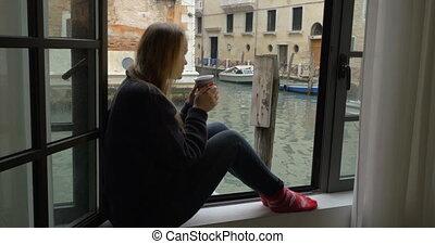 thé, fenêtre, femme, scène, apprécier