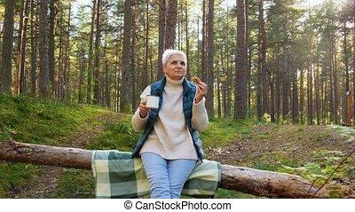 thé, forêt, tarte, manger boire, femme aînée