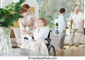 thé, infirmière, donne, amical, tasse