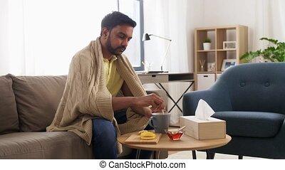 thé, maison, boire, homme malade, couverture, chaud, jeune