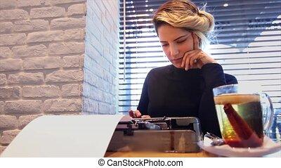 thé, romancier, machine écrire
