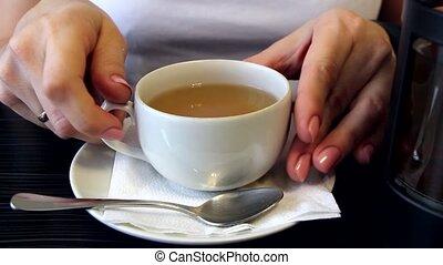 thé, tenue femme, tasse