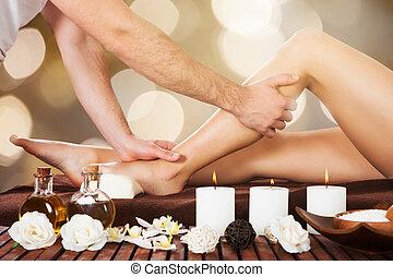 thérapeute, customer's, masser, jambe