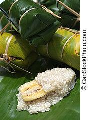 Thai dessert [ Kaao dtom mat 2]