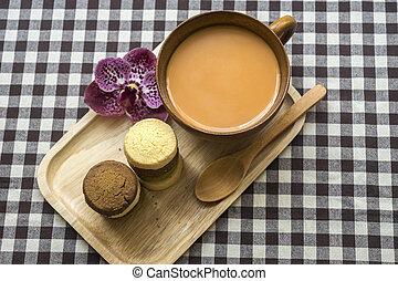 Thai Milk Tea - Hot Thai milk tea with cookies