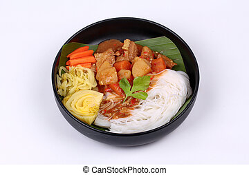 Thai rice noodle with beef in japanese curry.
