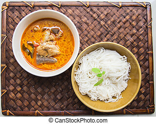 Thai rice vermicelli with Green Chicken Curry7
