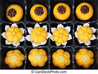 Thai royal dessert, Jha Mong Kut, sweet egg and power with gold