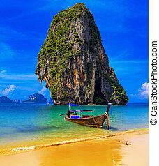 thaiföld, egzotikus, tropikus, tengerpart., kék ég, homok, és, hagyományos, csónakázik