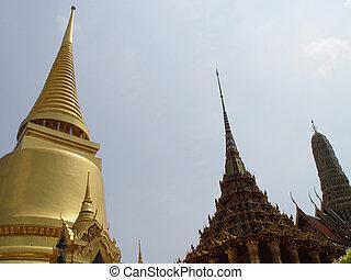 Thailand Bangkok - Spires of Gold - Scene\\\'s and...
