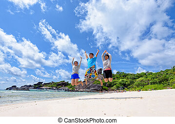 thailand, springt, strand, gezin, vrolijke
