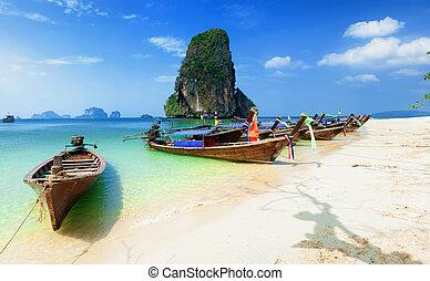 thailand, strand., schöne , tropische landschaft, mit, boot, blaues, und, klar, ozeanwasser, weißer sand, und, island., thailändisch, reise, photographie