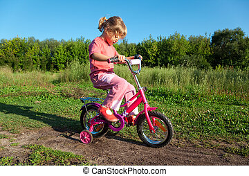 the, 小女孩, 去, 為, a, 驅動, 上, a, 粉紅色, 自行車, 在公園