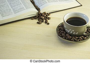 the, 書, 以及, 杯咖啡用豆, 上, the, 木製的桌子