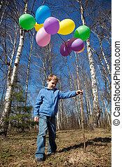the, 男孩, 由于, a, 捆, ......的, 气球, 在公園, 在, the, 春天