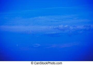 the, 藍色的天空, 由于, 云霧