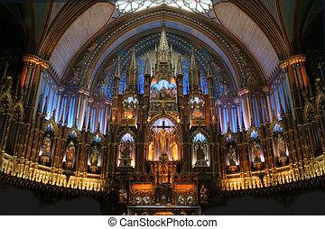 The Basilica Notre Dame de Montreal. - The basilique Notre...
