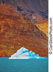 The blue-white iceberg