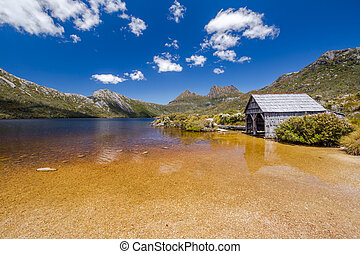 Cradle Mountain - The boatshed stands on the northwestern ...