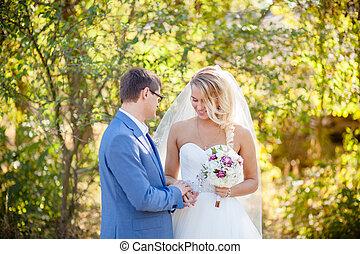 the bride and groom wedding photo shoot
