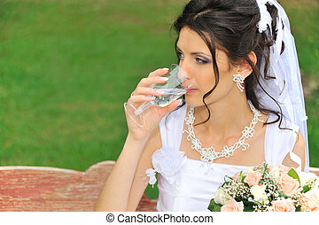 The bride drinking a champagne