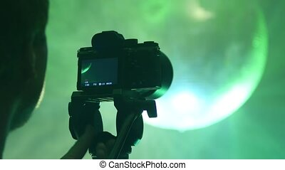 The cameraman shoots a disco. - The cameraman shoots a disco