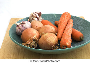 The carrot,garlic and onion on plate