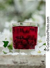 The cherry lemonade. Transparent glass.