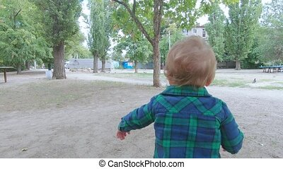 The child learns to walk