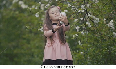 The child makes a selfie phone