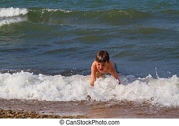 The child on the sea coast