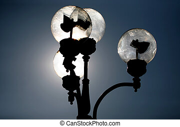 the circuit of the street lamp in the sunlight