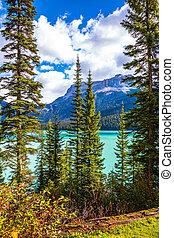 The emerald-green lake