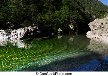 The Emerald Pools, among the most beautiful natural pools in Italy