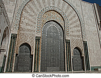 The entrance doors to El Hassam II mosque