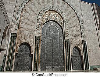 The entrance doors to El Hassam II mosque
