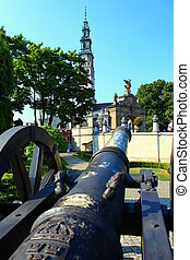 The fortress and a cannon.