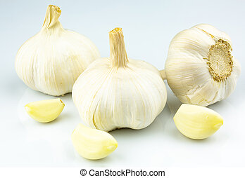 the garlic bulb and cloves
