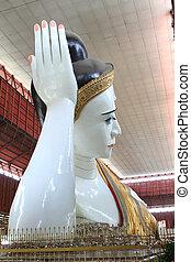 The giant reclining Buddha at Chaukhtatgyi temple in Yangon, Myanma