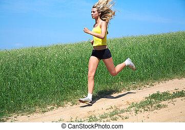 runs - The girl runs