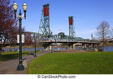 The Hawthorne bridge & park.