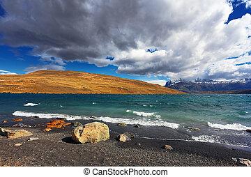 The high waves on Lake Laguna Azul